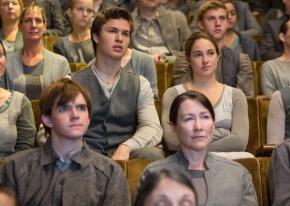 Divergent Abnegation clothing - grey is not my color. http://vignette3.wikia.nocookie.net/moviepedia/images/3/36/Divergent_Altruan.jpg/revision/latest?cb=20140409120114&path-prefix=de