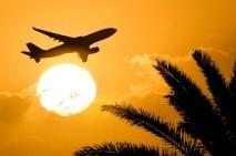 flug-flugreisen-flugzeug-fliegen-sonnenuntergang